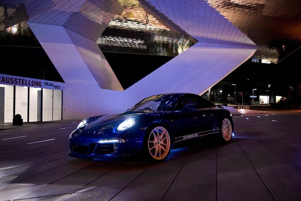 Porsche 911 Carrera 4S - 5 Million Facebook Fans Edition