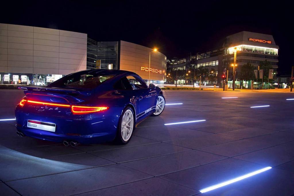"""Nouvelle Porsche Facebook """"5 millions de fans Edition"""""""